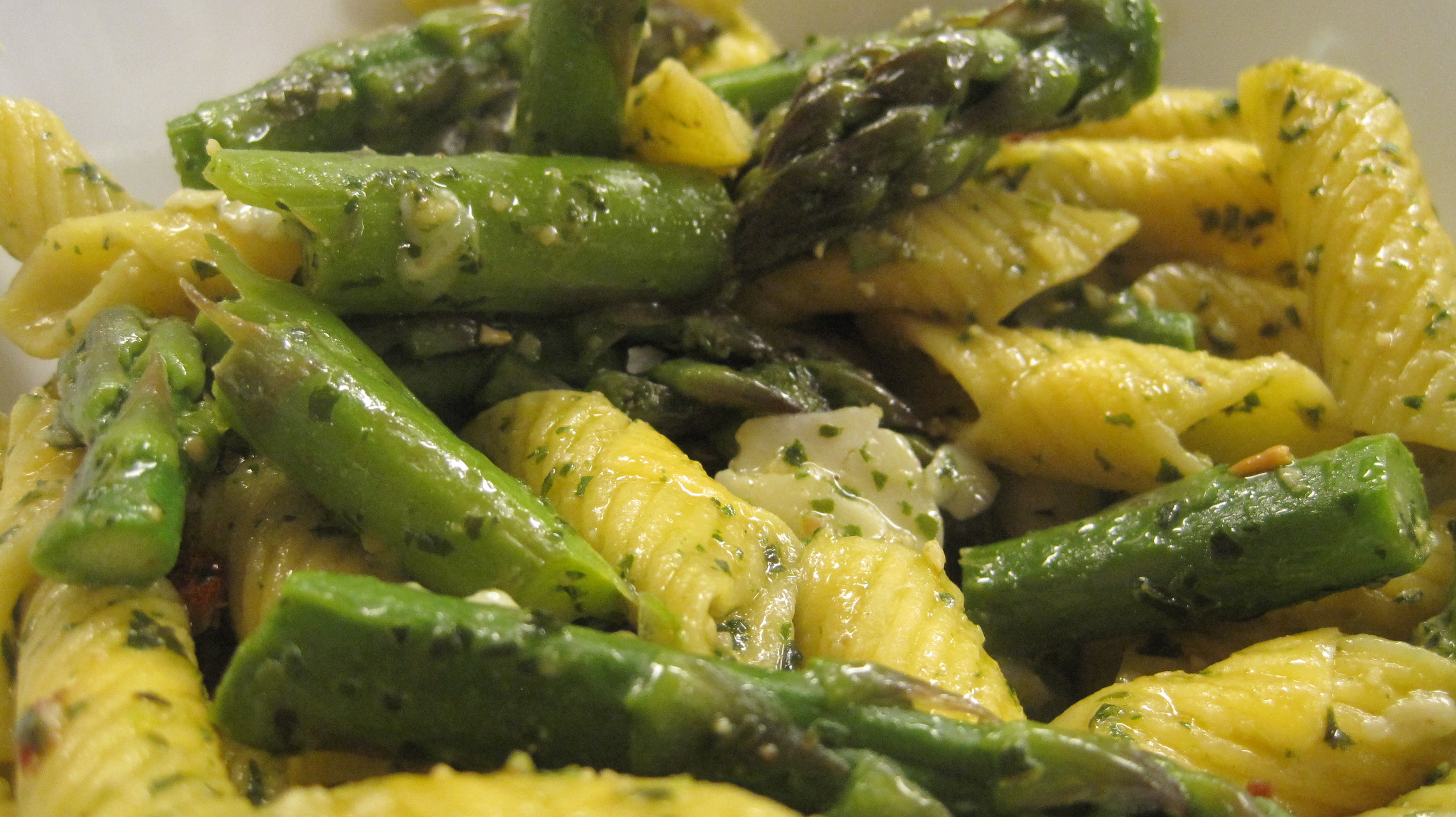 Summer Pasta with Asparagus & Pesto | No Whisk, No Reward